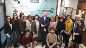 En la imagen, el decano de la Facultad, José María Legorburu, y la vicedecana Marilé Pretel, con alumnos y participantes del Programa Mentor de la Facultad de Humanidades y CC. de la Comunicación y el Club de Comunicación (Prensa USPCEU)